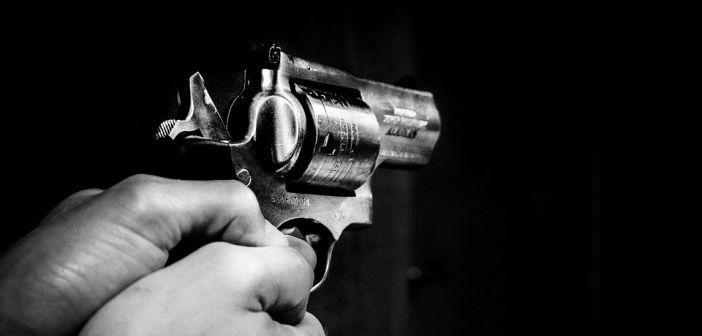 pištolj, pljačka