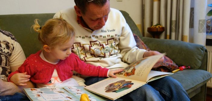roditelj, dijete, čitanje priča