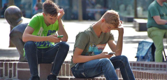 mladi, mobiteli