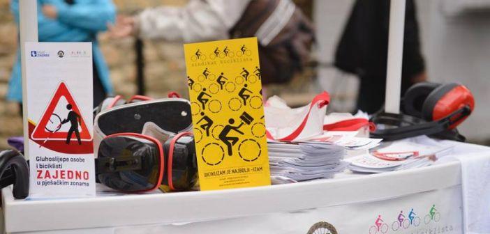 Biciklisti i gluhoslijepe osobe zajedno