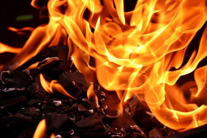 Požar s kamiona proširio se na kuće