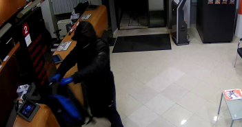 Prepoznajete li ih? Policija traži pljačkaše banke iz Imotskog