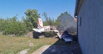 pad školskog vojnog aviona