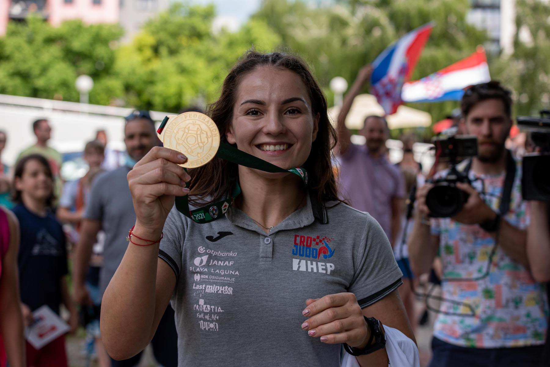 Svjetsku prvakinju Barbaru Matić dočekali navijači i uzvanici u Zagrebu