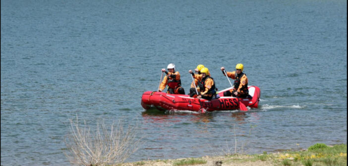 Na Perućkom jezeru velika potraga za nestalim mladićem (23)